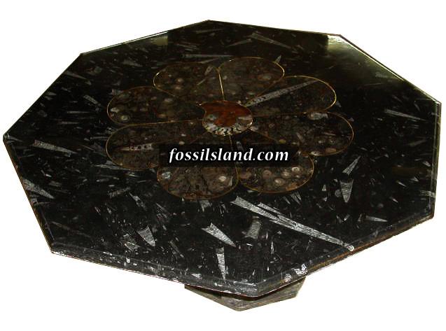 table octogonale en pierre naturelle fossilif re orn par. Black Bedroom Furniture Sets. Home Design Ideas